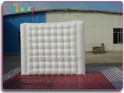 Inflatable small wall