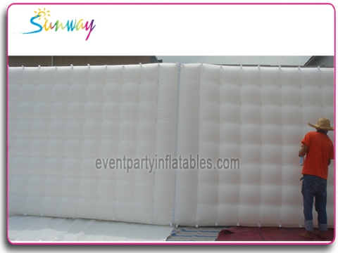 Inflatable zipped wall